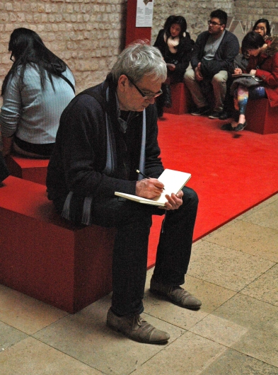 Dan drawing at the Musée Cluny_Dan et son carnet au Musée Cluny